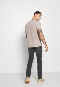 Tommy Jeans - SCANTON - Slim fit jeans - grey - 2