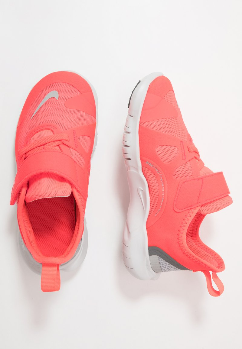 Nike Performance - FREE RN 5.0 - Laufschuh Natural running - laser crimson/light smoke grey/smoke grey/photon dust