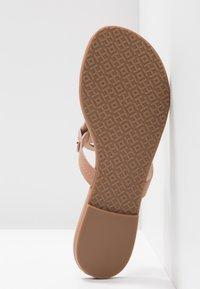 Tory Burch - MILLER - Sandály s odděleným palcem - light makeup - 6