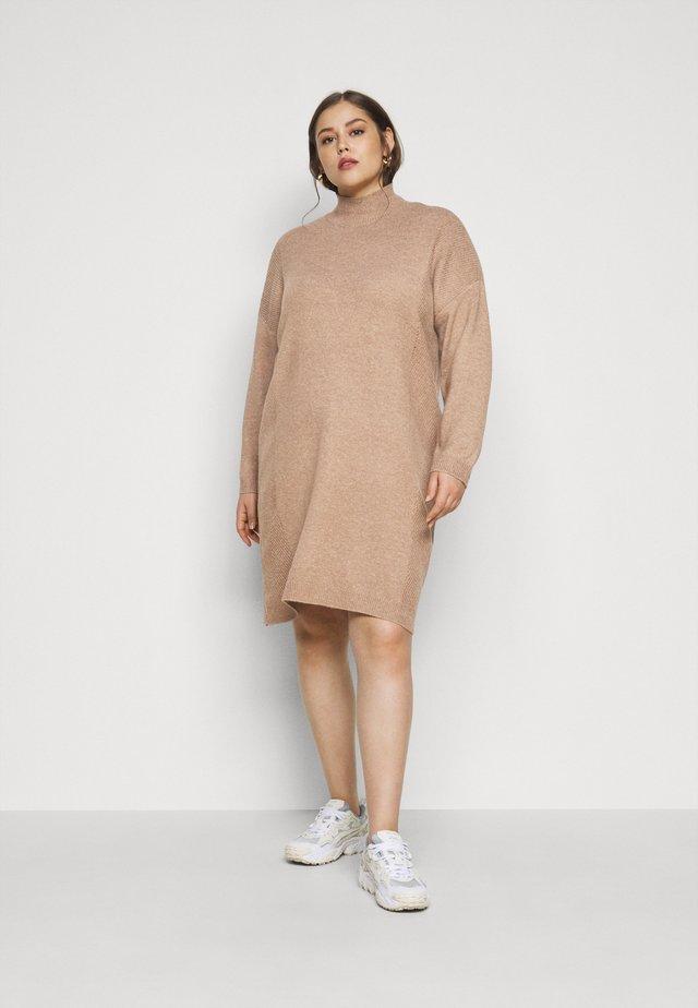 CARPRIMEUS TUNNEL NECK TUNIC DRESS - Strikket kjole - brownie