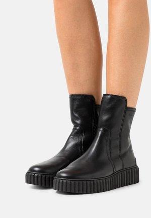 BIANCA  - Kotníkové boty na platformě - black