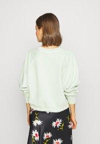 Levi's® - CINCHED CREW - Sweatshirt - light green - 2
