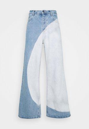PLACEMENT BLEACHED - Džínsy voľného strihu - blue