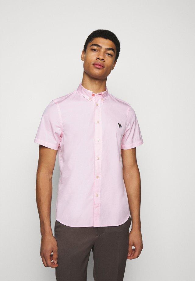 MENS TAILORED FIT ZEB BADGE - Shirt - pink