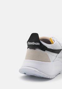Reebok Classic - LEGACY UNISEX - Trainers - white/black - 5