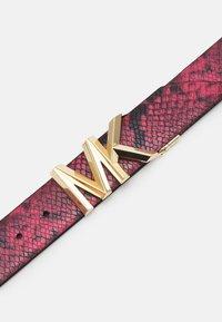 MICHAEL Michael Kors - REVERSIBLE BELT - Belt - dark rasberry/black/ gold-coloured - 3