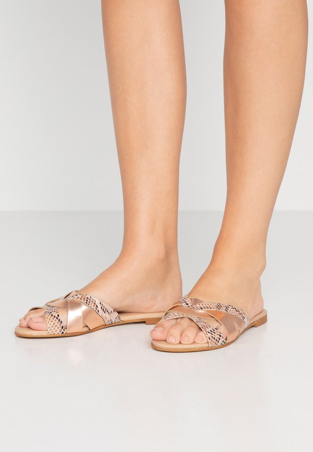 SAFFRON WIDE FIT - Mules - nude