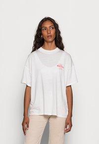 Wrangler - HIGH NECK GIRLFRIEND - Print T-shirt - almost mauve - 0