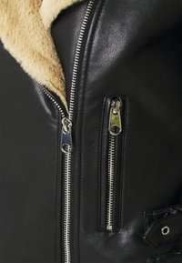 Vero Moda Petite - VMELLIEROSA SHORT JACKET - Faux leather jacket - black - 2