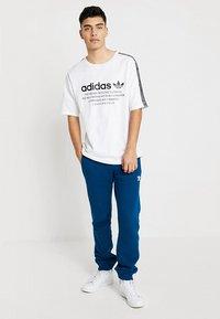 adidas Originals - TREFOIL PANT UNISEX - Tracksuit bottoms - legmar - 1