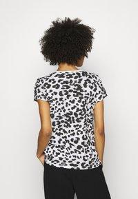 Guess - EWA TEE - Print T-shirt - iconic white - 2