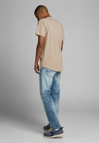Jack & Jones - JJECURVED TEE O NECK - Camiseta básica - beige - 2
