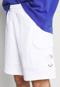 The North Face - STEEP TECH LIGHT - Shorts - white - 3