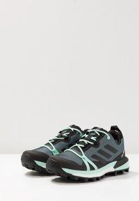 adidas Performance - TERREX SKYCHASER LT GTX - Chaussures de marche - ash grey/core black/clear mint - 2