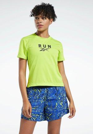 GRAPHIC ESSENTIALS SPEEDWICK REECYCLED - Print T-shirt - yellow