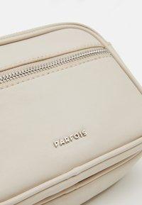 PARFOIS - CROSSBODY BAG BUBBLE - Across body bag - ecru - 3