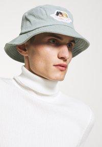 Fiorucci - ICON ANGELS BUCKET HAT UNISEX - Hat - light vintage - 0