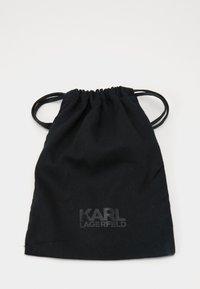 KARL LAGERFELD - IKONIK GUSS CARDHOLDER - Wallet - black - 4