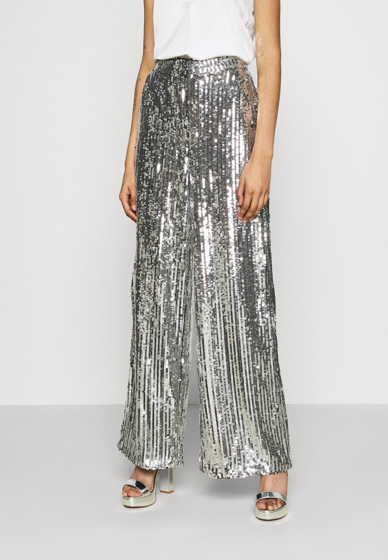 NA-KD - FLOWY PANTS - Pantalon classique - silver