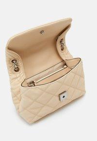 Tory Burch - FLEMING SOFT TEXTURED SMALL CONVERTIBLE SHOULDER BAG - Handbag - new cream - 2
