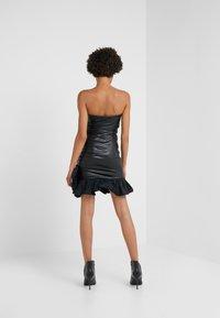 Pinko - STRANAMORE ABITO SIMILPELLE - Koktejlové šaty/ šaty na párty - black - 2