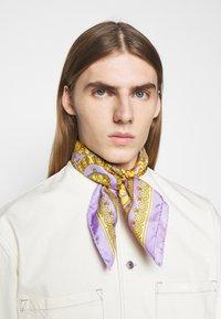 Versace - BAROCCO FOULARD UNISEX - Foulard - lilla/oro - 0