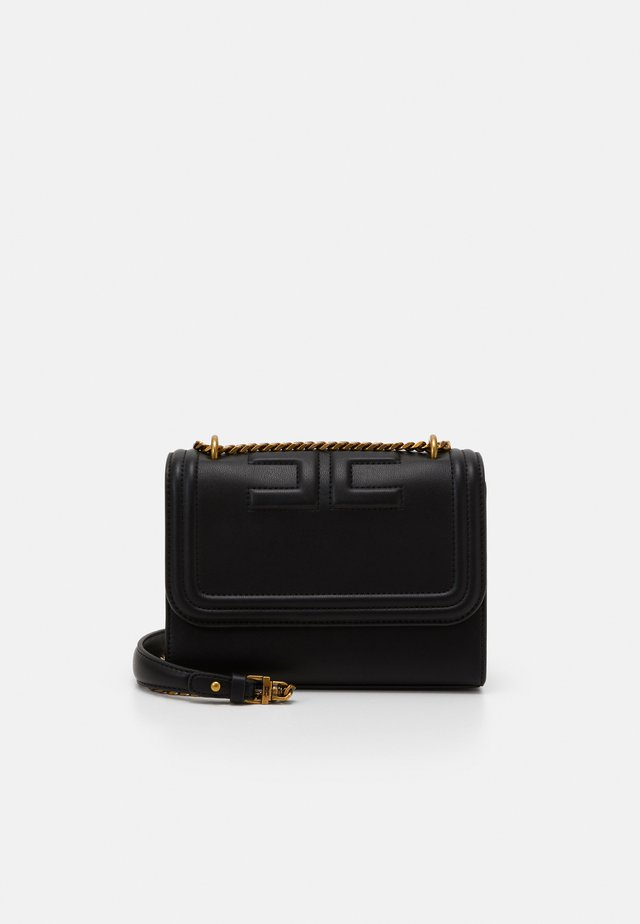 EMBOSS SHOULDER CHAIN BAG - Borsa a tracolla - nero