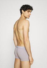 Calvin Klein Underwear - STRETCH LOW RISE TRUNK 3 PACK - Pants - blue - 1