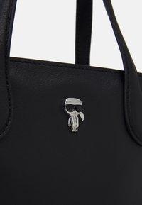 KARL LAGERFELD - IKONIK 3D PIN MINI TOTE - Tote bag - black - 3