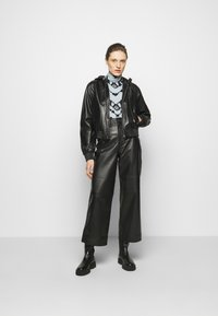 Proenza Schouler White Label - SHEER STRETCH TNECK SLIT - Long sleeved top - steel blue chevron - 1