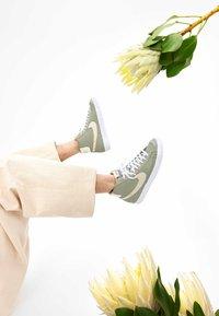 Nike Sportswear - BLAZER MID - Baskets montantes - olive - 2