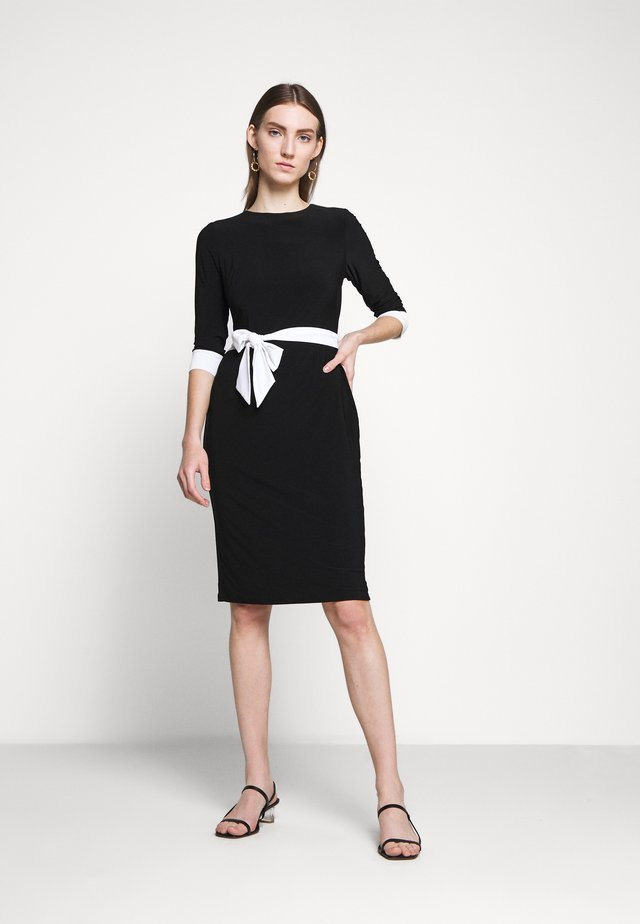 CLASSIC TONE DRESS - Žerzejové šaty - black/white