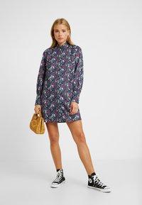 Fashion Union Petite - GENEVA PRINTED DRESS - Blusenkleid - vintage meadow floral - 2