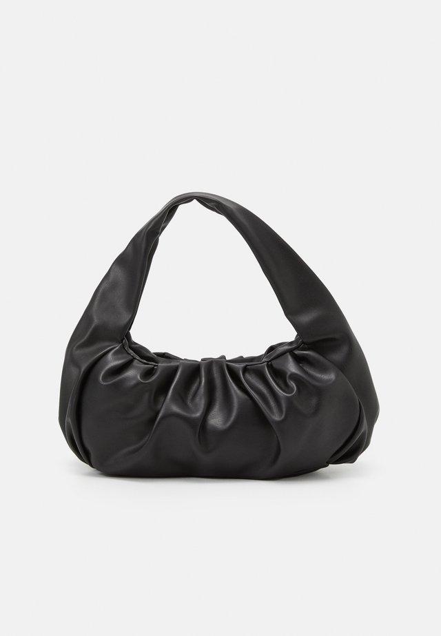 BAG CROISSANT - Håndveske - black