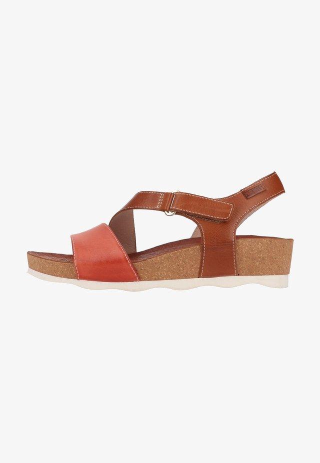Sandalen met sleehak - scarlet