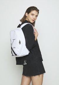 Calvin Klein Jeans - ROUNDED - Batoh - white - 2