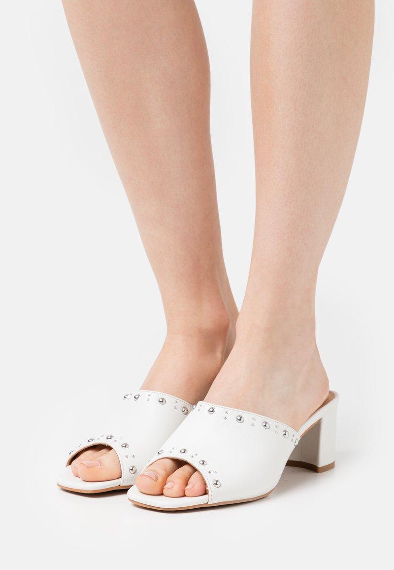 Steven New York - SAFFIRA - Heeled mules - white