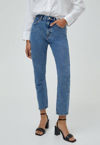 PULL&BEAR - MOM - Jeansy Relaxed Fit - light blue - 0
