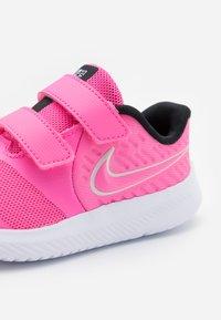 Nike Performance - STAR RUNNER 2 UNISEX - Neutrale løbesko - pink glow/photon dust/black/white - 5