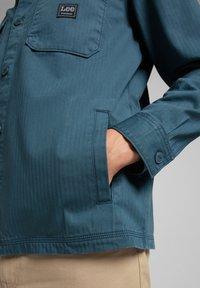 Lee - BOX POCKET - Shirt - teal - 5