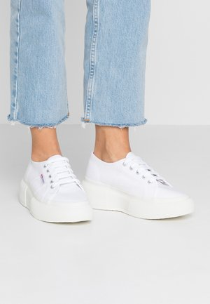 2287  - Trainers - white