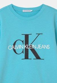 Calvin Klein Jeans - MONOGRAM LOGO UNISEX - Mikina - bright sky - 2