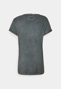 Tigha - MILO - Print T-shirt - vintage silver grey - 1