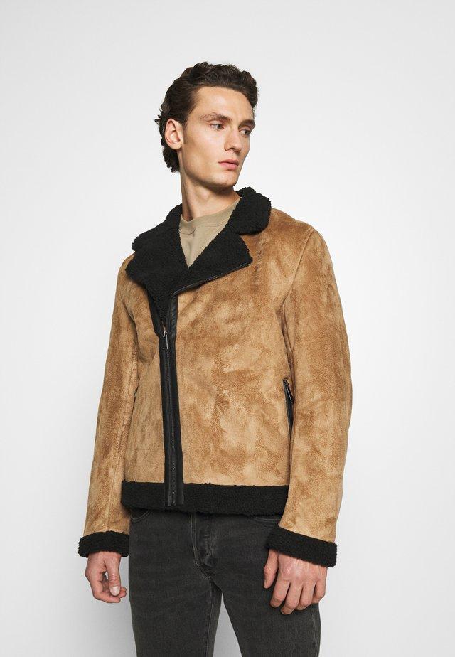 AVIATOR  - Faux leather jacket - tan