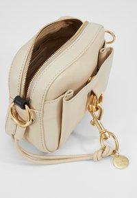 See by Chloé - TONY CROSSBODY - Across body bag - cement beige - 5