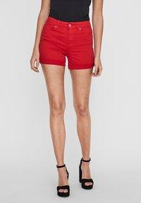 Vero Moda - VMHOT SEVEN MR FOLD SHORTS COLOR - Denim shorts - goji berry - 0