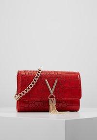Valentino Bags - AUDREY - Taška spříčným popruhem - rosso - 1