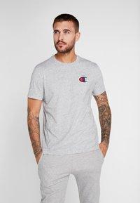 Champion - CREWNECK - Print T-shirt - grey - 0