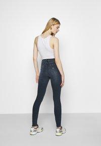 Tommy Jeans - SYLVIA SKNY ABBS - Jeans Skinny Fit - blue-black denim - 2