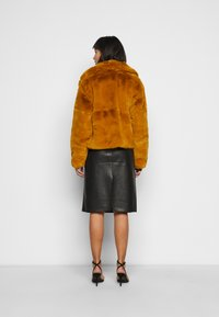 Missguided Petite - SHORT COLLAR COAT - Winter jacket - camel - 2